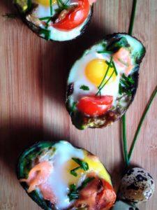 avocado-con-salmoneuova-di-quaglia